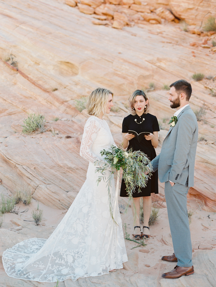 amangiri inspired desert wedding | amangiri desert elopement | gaby j photography | flora pop | desert elopement
