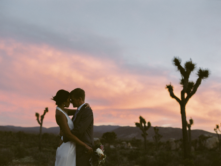 bride and groom sunset joshua tree park photography