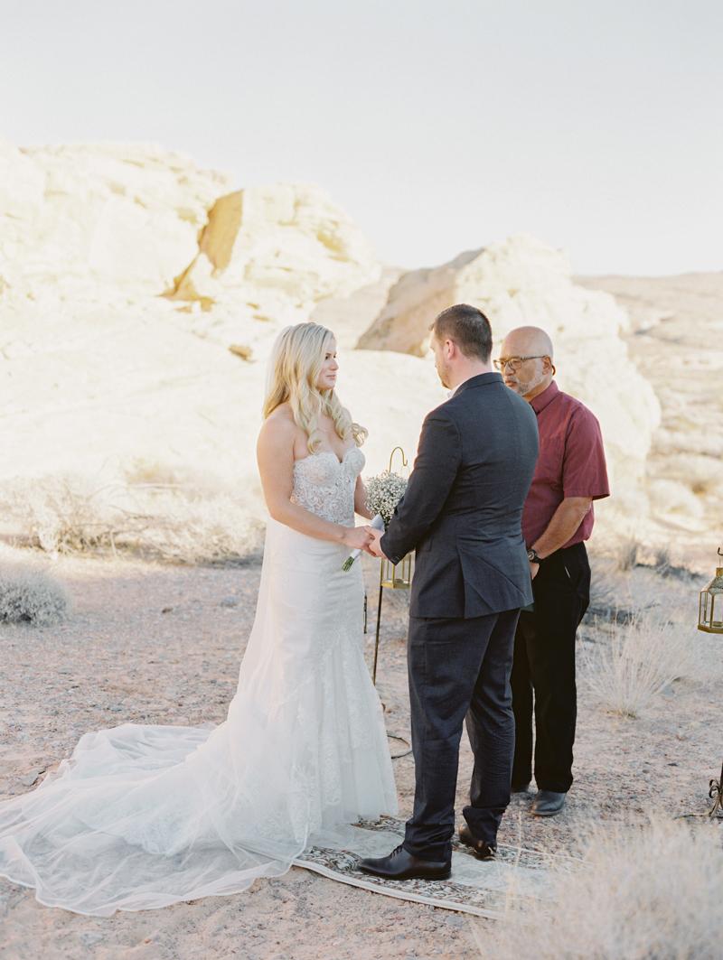 valley of fire gold ridge wedding photo