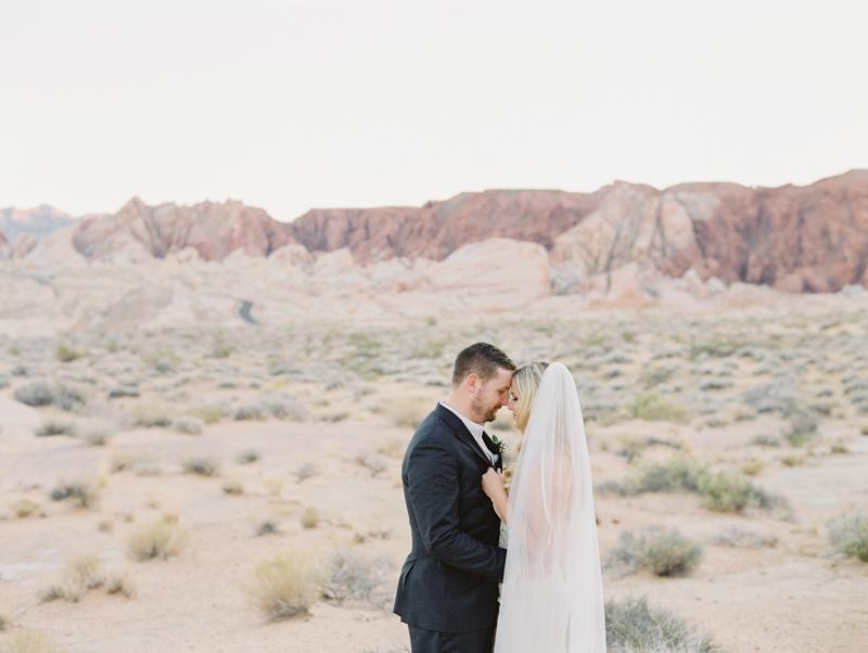 las vegas desert elopement ceremony locations