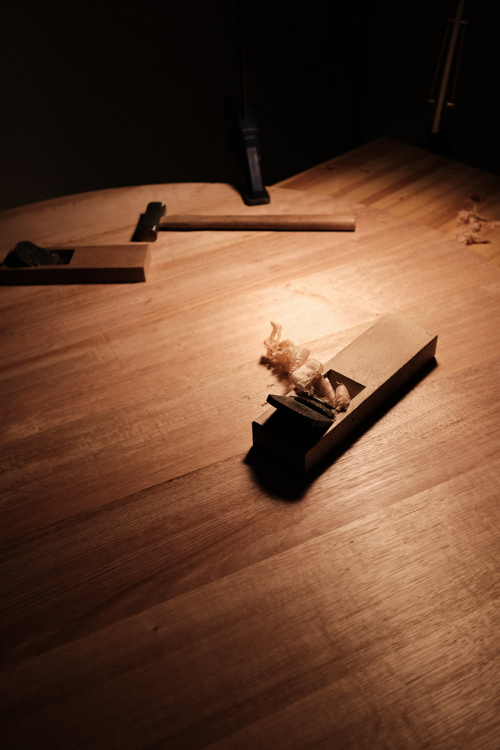 Flattening tete-a-tete table top PF