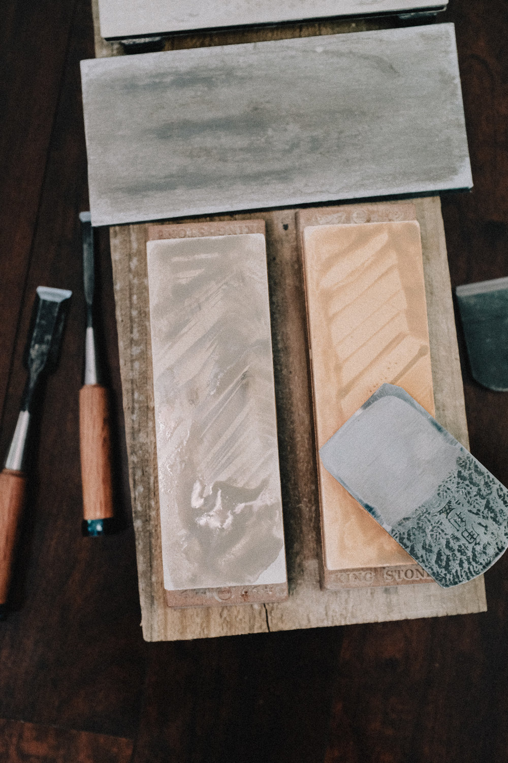 Sharpening chisels with water stones PF