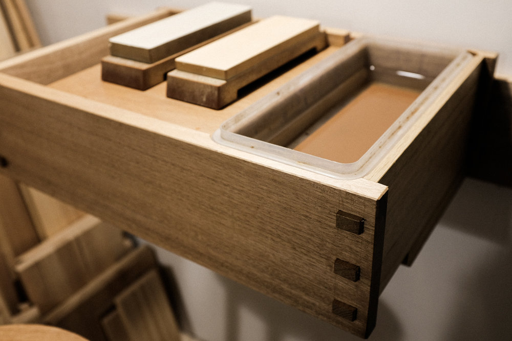 Sharpening station through mortise and tenons PF