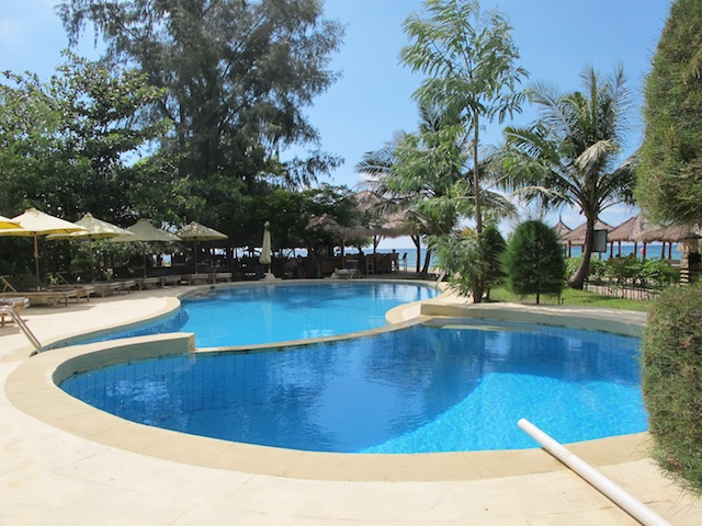 5Resort-style-pool.jpg