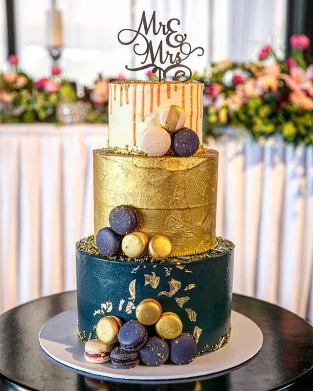 Thank you to everyone at The Park, Albert Park for hosting their Wedding Showcase last week at their stunningly beautiful venue over looking Albert Park Lake.  It was great to be invited and was so lovely to speak to so many happy couples about their Wedding and Engagement cakes.  Thank you @blumenthalphotography for the photograph.  Cake topper by @glisteningoccasions_ . . . . . #baking #bakesbyjean #beautifulcuisines #cake #cakeoftheday #cakeguide #dessert #f52grams #homemade #instacake  #pastrychef  #sweetmagazine  #bakeandshare #thebakefeed #pastrydelights #wedding #weddingcake #thepark #albertpark #navyandgold