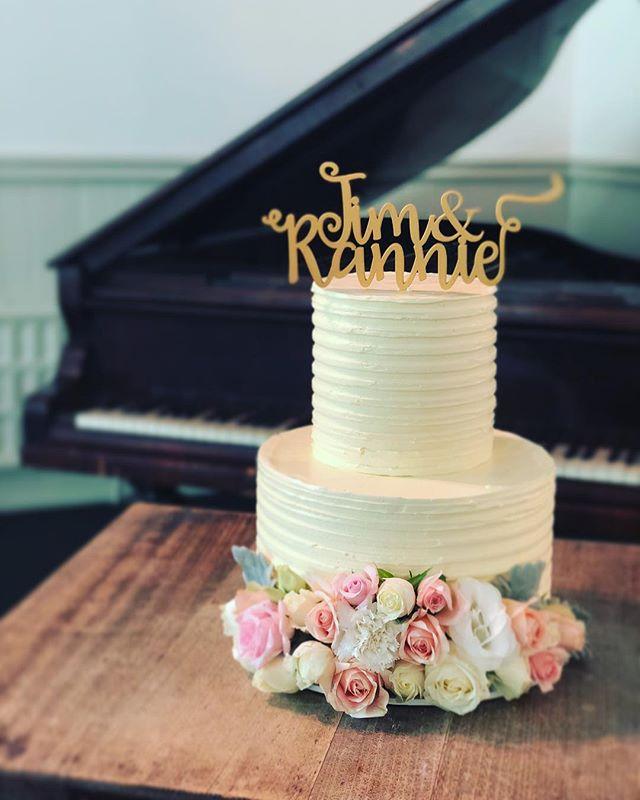 Tim & Rannie's Wedding Cake.  Beautiful Occassion for a beautiful couple.  Congrats @rannie.x . . . . . #baking #bakesbyjean #beautifulcuisines #cake #cakeoftheday #cakeguide #dessert #f52grams #homemade #instacake #matchboxmoment #pastrychef  #sweetmagazine  #bakeandshare #thebakefeed #pastrydelights #wedding #weddingcake #rannieandtim #poetslane #poetslanereceptions