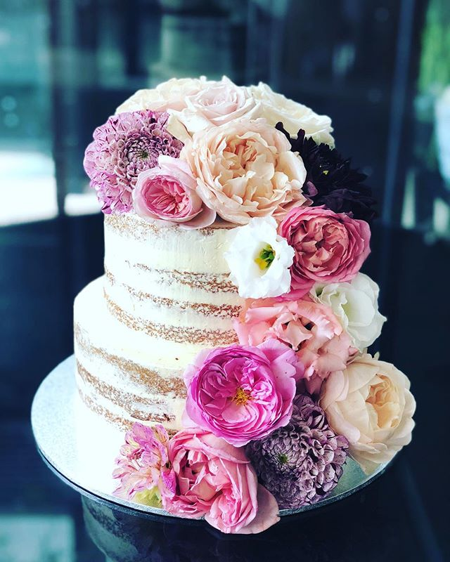 Love everything about this cake!  The beautiful bride @kmgeddes to the spectacular flowers by @flowerjar to the amazing setting @thedeckatcirca to of course the cake by me!  Love. Love. Love. 💕 . . . . . . #baking #bakesbyjean #beautifulcuisines #cake #cakeoftheday #cakeguide #dessert #f52grams #homemade #instacake #matchboxmoment #pastrychef  #sweetmagazine  #bakeandshare #thebakefeed #pastrydelights #wedding #weddingcake #flowerjar #thedeck #circa #stkilda