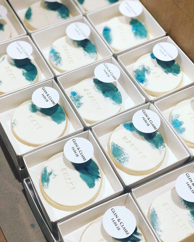 Edible Wedding Place Cards for Glen & Claire guests. Congrats guys! 💙 . . . . . #baking #bakesbyjean #beautifulcuisines #cake #cakeoftheday #cakeguide #dessert #f52grams #homemade #instacake #matchboxmoment #pastrychef  #sweetmagazine  #bakeandshare #thebakefeed #pastrydelights #wedding #weddingcake #weddingfavours #weddingfavorideas