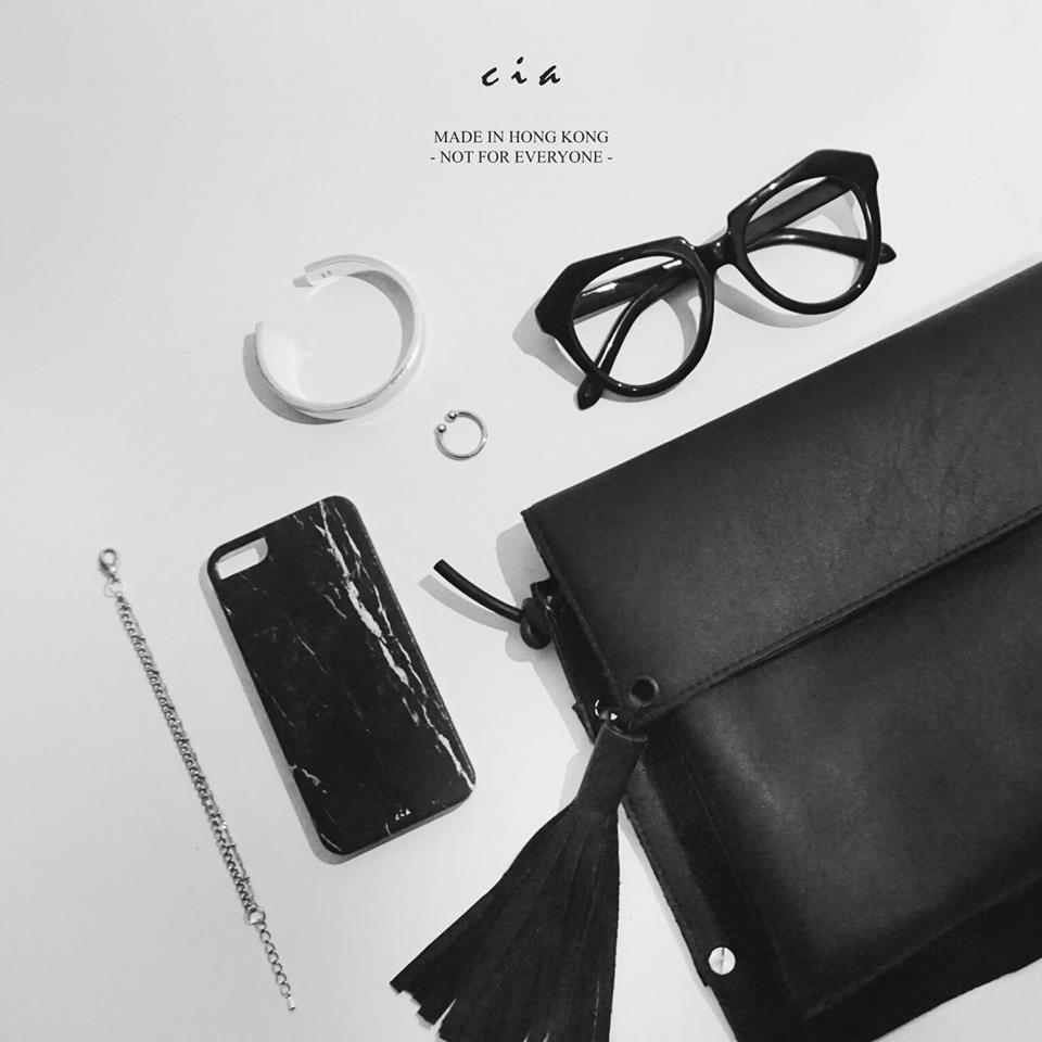 "Cia ( FB: cianotforeveryone / IG: @cia_notforeveryone ) 由3個Local Fashion Designers成立,設計任何同fashion有關嘅產品,例如帽子、袋同飾物。沿用 ""Not For Everyone"" 品牌理念,主張少量生產,賣完就無架啦!你仲唔快啲嚟搶購?"