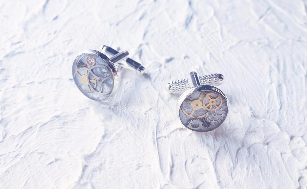 X Spirit (FB:X Spirit /IG: @x__spirit) 主要以廢棄鐘錶、五金零件做材料,加工成獨一無二嘅小飾物。每樣作品背後都有經歷同故事架!夠晒獨特!