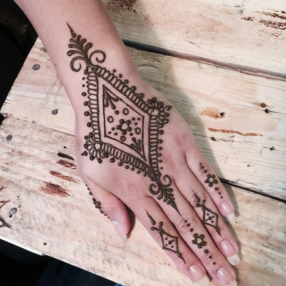 Mr.Henna.jpg
