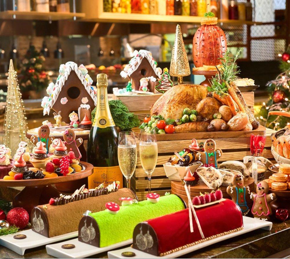 KOOL Studio Kitchen Shop 110 – 111, D2 Place TWO i)於11月1日至12月10日前預訂可享額外9折優惠、加送神秘禮物果醬及精緻小禮品;3人以上加送1支法國紅酒,3人以下送杯裝紅酒 ii) 於12月11日至22日以預訂聖誕套餐加送神秘禮物果醬及精緻小禮品 Period: Now - 22, 2017