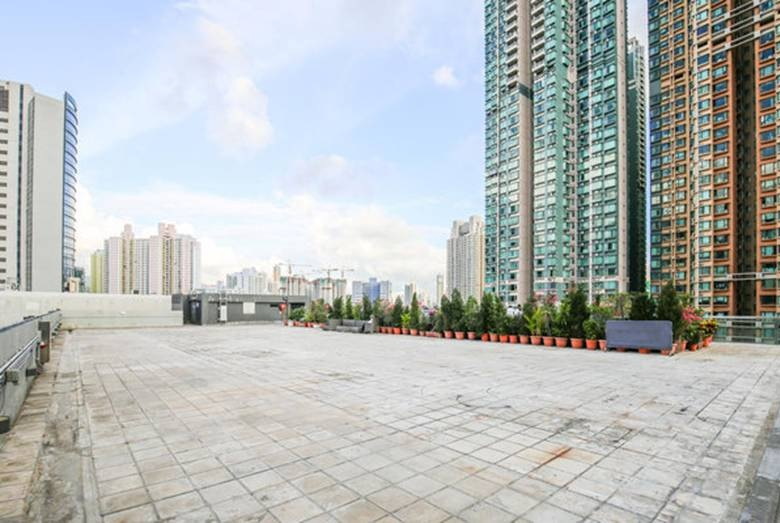 .... Rooftop Garden  Location: Rooftop, D2 Place ONE Area: 12,000 sq.ft ..  天台花園  地點:D2 Place 一期天台 面積:12,000 平方呎 ....