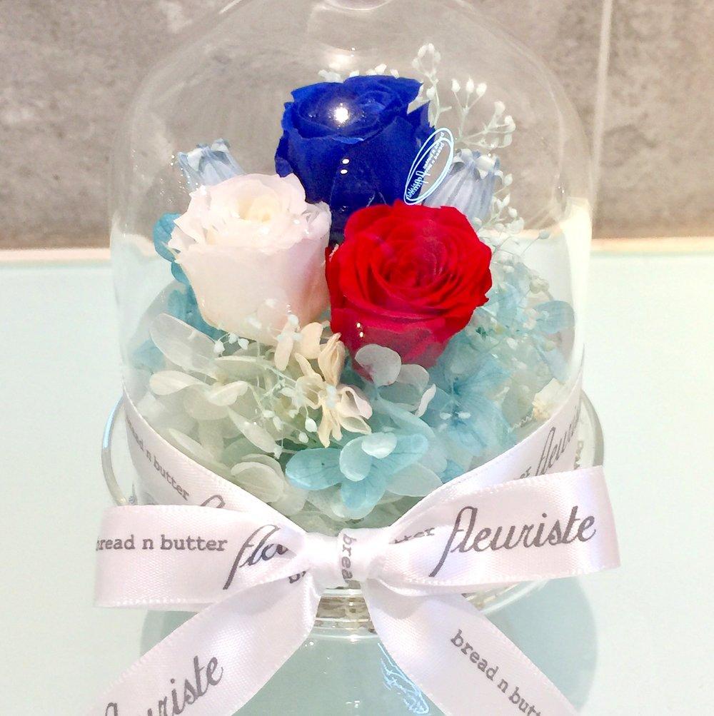 保鮮花工作坊 - 課程簡介:bread n butter fleuriste 選用源自法國及日本保鮮花作為主花材料,學員可以自由選擇不同花色並加插其他乾花,襯托出一個專屬自己的花藝小擺設。時間:每節1小時i) May 18, 2:30 - 3:30pm ii) May 19, 2:30 - 3:30pm費用:HK$299 / 1位 (連材料及包裝盒)