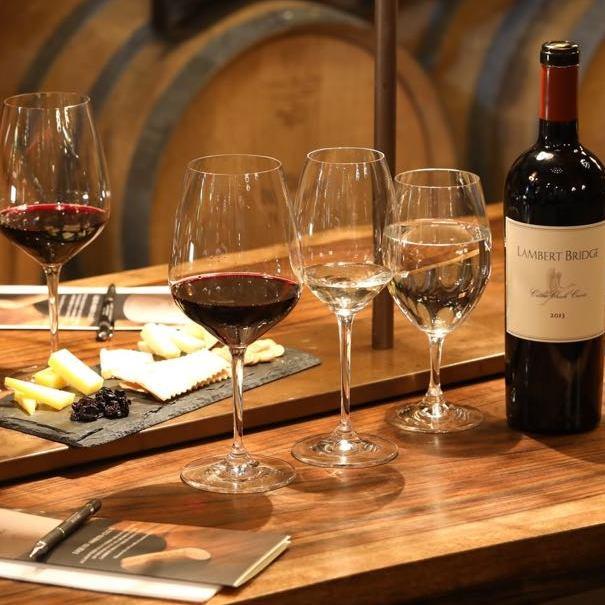 法國之美品酒講座 - 課程簡介:主要介紹法國三大酒産區Bordeaux、Burgundy和Rhone Valley的紅、白葡萄酒。參加者可透過品嚐不同的酒款及小食,認識各酒的風格、個性和跟食物配搭的竅門。5大試飲酒類包括:- Simard 1996- Guillon Gevrey Chamberlin Champonnets 2014- Benjamin Leroux Bourgogne 2014- Clos des Lunes Lune Blanche 2015- Ramonet bourzen blanc 2012時間:每節1小時i) May 18, 7:30 - 8:30pm (名額已滿)費用:HK$288/ 1位(費用已包括5款美酒及配搭小食︰生蠔、巴馬火腿、芝士、炸蝦及和牛粒。其中HK$100可用於Food Garden晚市消費)