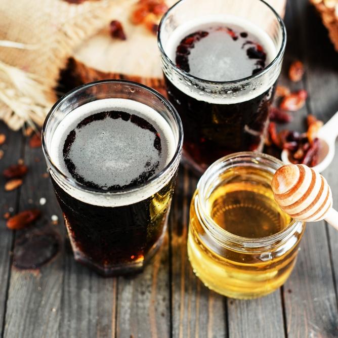 蜂蜜酒自釀工作坊 - 課程簡介:釀製香港第一支蜂蜜酒的城釀首席釀酒師呂泓康 (Eric Lui) 將帶你認識蜂蜜酒的釀製方法,了解香港精釀文化和品嚐各種蜂蜜酒,更教你即場選取喜歡的材料,親手釀製一支獨一無二味道的手工蜂蜜酒(500ml)與朋友甜蜜蜜分享。時間:i) Jun 30, 6:30 - 8 pmii) Jul 2,4 - 5:30 pm地點:The Space, 2/F,D2 Place ONE費用:HK$200 / 1位成人