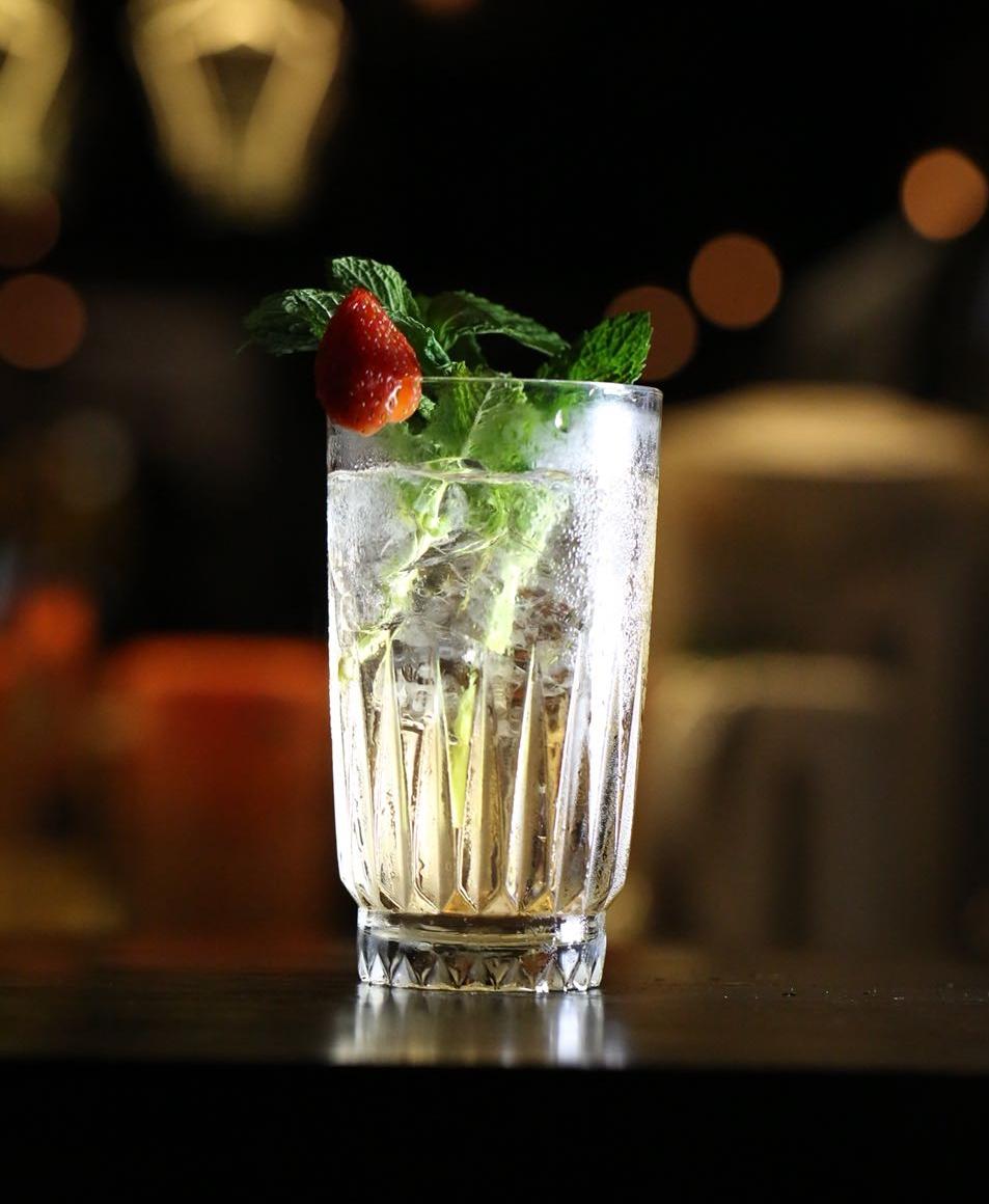 Cocktail 工作坊 - 課程簡介:由Food Garden的調酒師親身教導,深入淺出,由品酒、調酒、份量控制等傾囊傳授,務求令大家了解每杯 Cocktail 的故事及味道。 內容包括︰• 品嚐各款調酒必用的基酒及甜酒• 如何使用調酒工具• 不同的調酒方法: Shaking及其他調酒技巧• 親手使用工具調制及品嘗4款雞尾酒• 時尚雞尾酒分享• 在家中如何簡易調酒時間:i) Jul 1,6 - 8 pmii) Jul 2,5:45 - 7:45 pm地點:The Space, 2/F,D2 Place ONE費用:HK$588 /1位成人(附送一套專用調酒工具)