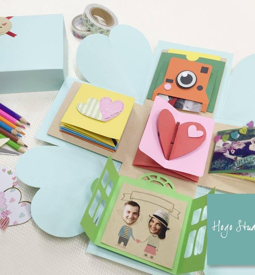 爆炸盒工作坊 - 課程簡介:導師會教授如何製作內藏多個機關的照片回憶禮物盒,適合送給情人及好友。 時間:1) 2月1日, 6pm – 7pm2) 2月1日, 7:30pm – 8:30pm3) 2月2日, 5pm – 6pm4) 2月7日, 3pm – 4pm5) 2月7日, 4:30pm – 5:30pm6) 2月7日, 6pm – 7pm7) 2月8日, 6:30pm – 7:30pm8) 2月8日, 8pm – 9pm9) 2月9日, 5:30pm – 6:30pm10) 2月10日, 7pm – 8pm11) 2月15日, 6pm – 7pm12) 2月15日, 7:30pm – 8:30pm13) 2月22日, 7pm – 8pm14) 2月22日, 8:30pm – 9:30pm費用:HK$180-HK$288 (視乎機關數量; 親子班另+$100, 2人做1個盒)