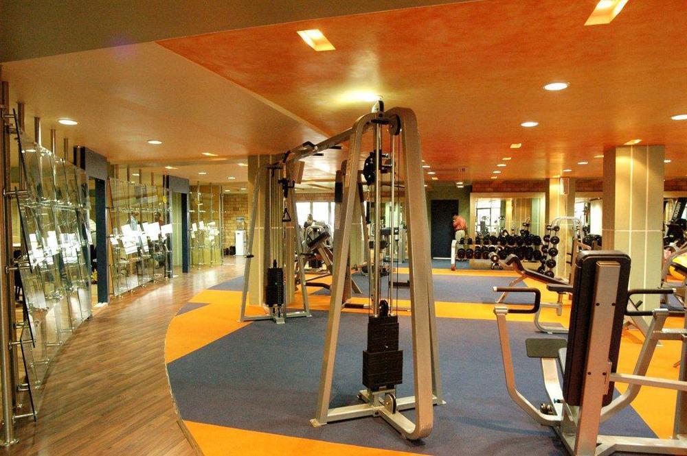 Gold Gym - Kolkata