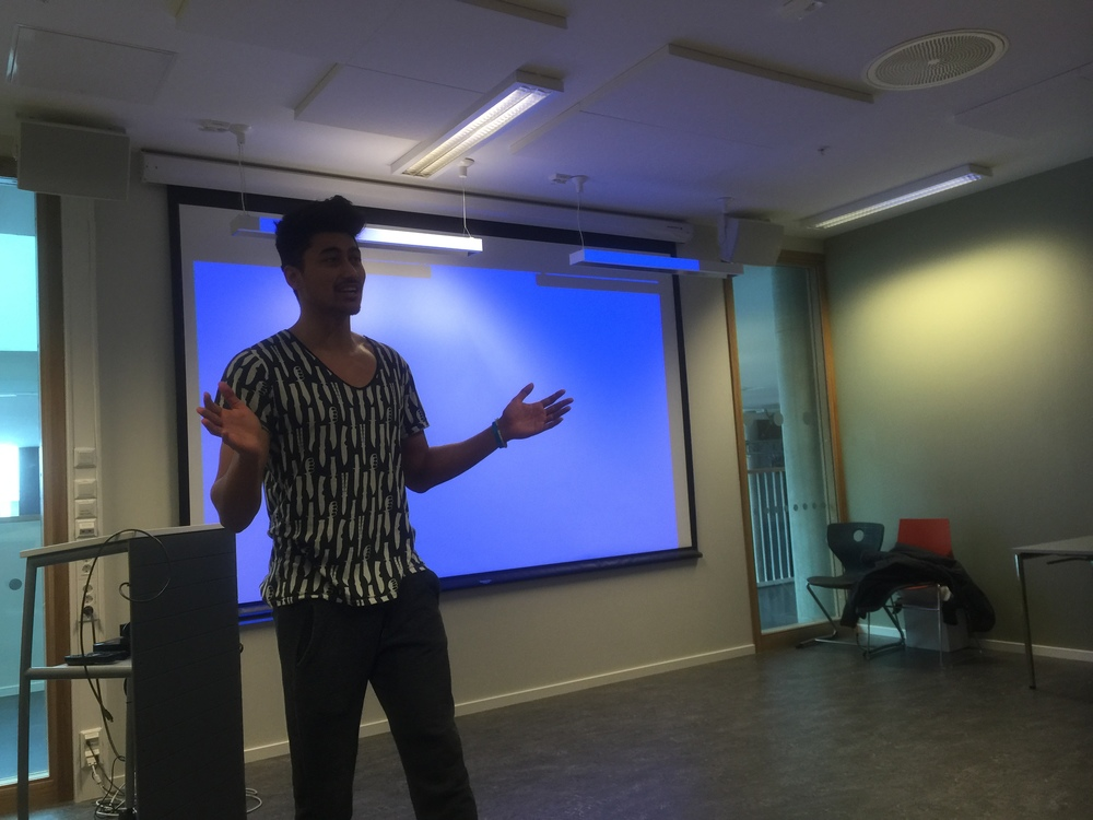 Programleder i NRK Newton, Stian Sandø forteller om hva som er viktig å tenke på i bruken av soialemedier.