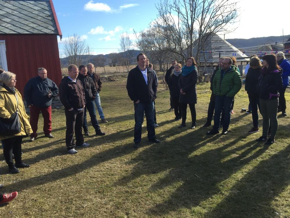 Her Forteller Bjørn Erik Vangen og Stig Bjørn Mandal om driften av gården og filosofien rundt dette. Å rets ribbe 2015 kom fra Nøst Gård og var av økologisk frilandsgris.