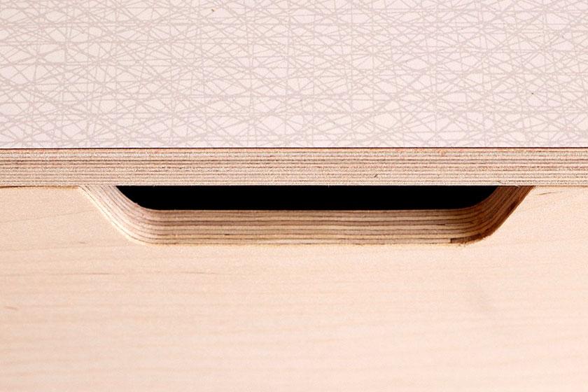 Handgemaakte Leonard Sideboard in Pale Grey van Britse Studio &New. Opnieuw een toonbeeld van uitstekende afwerking.