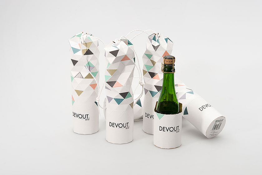 Concept ontwerp verpakking Devout champagne- door de verpakking in het midden open te scheuren,kan de verpakking ook worden geopend en gesloten