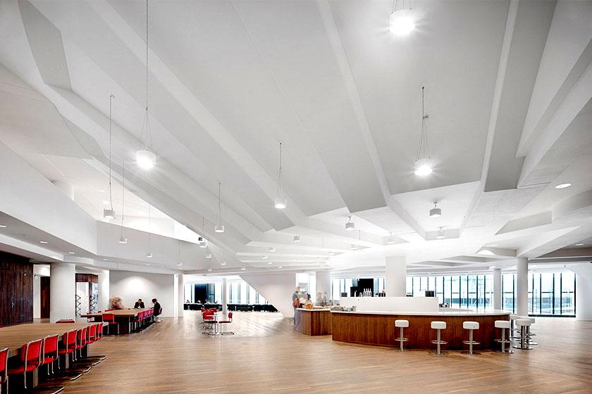Kaan Architecten - Nieuw Onderwijs Centrum in het Rotterdams Erasmus MC -  Grote overspanning zonder pilaren zorgt voor ruimte en licht