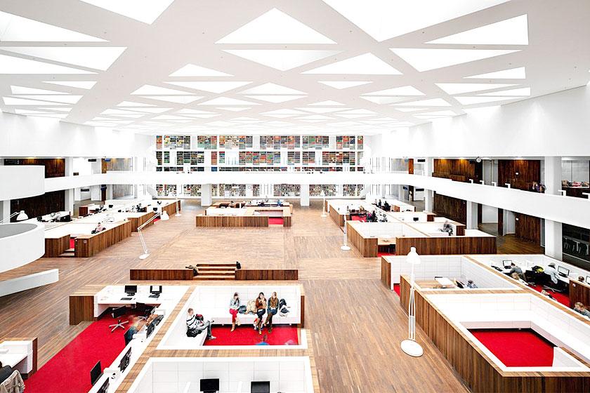 Kaan Architecten - Nieuw Onderwijs Centrum in het Rotterdams Erasmus MC -  Centrale ruimte met alle studie faciliteitenonder één dak.