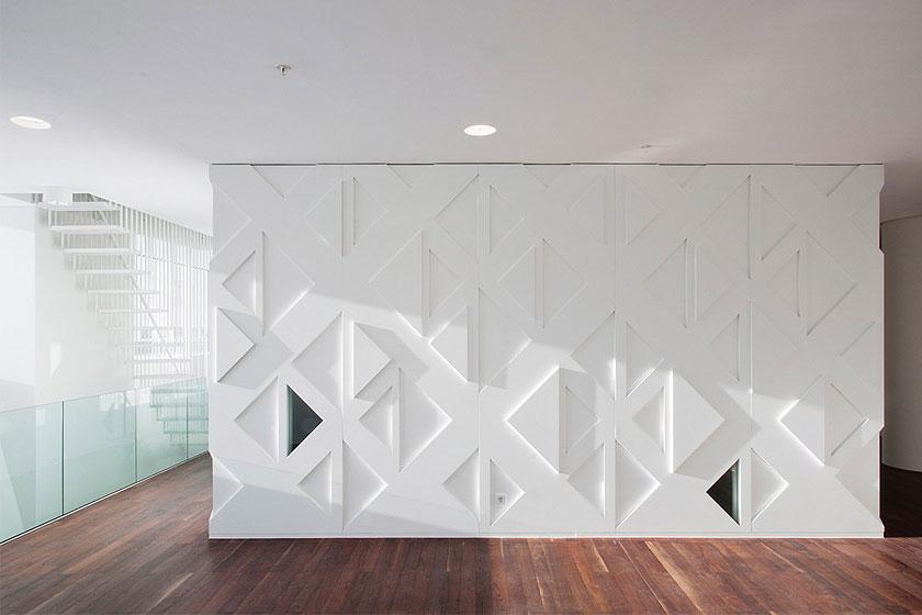 Kaan Architecten - Nieuw Onderwijs Centrum in het Rotterdams Erasmus MC -  Driehoekig patroon komt op meerdere plekken terug.