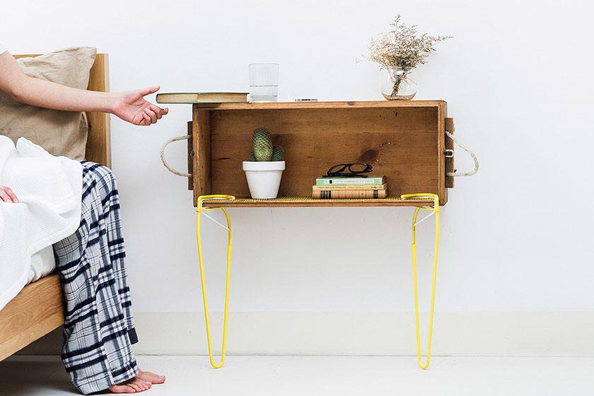 SNAP - Een losse stalen tafelpoot met elastische klem  - Tovert bijna elk voorwerp om tot tafel of bank 1