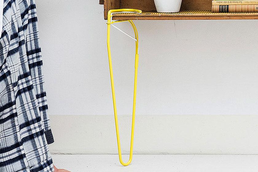 SNAP - Een losse stalen tafelpoot met elastische klem  - Tovert bijna elk voorwerp om tot tafel of bank 2