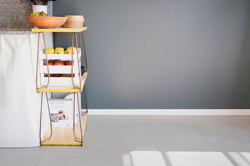 SNAP - Een losse stalen tafelpoot met elastische klem  - Tovert bijna elk voorwerp om tot tafel of bank 6