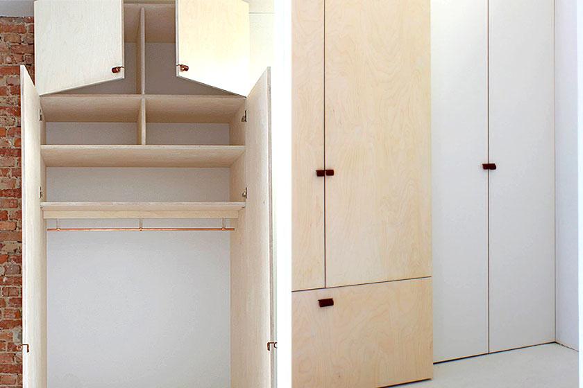 Meubelmaker Gijsbert Worst van Atelier Gsbr  t  uit Utrecht - samen met stagaire Imke aan het werk in ons kantoor thuis  aan de multiplex garderobe- en meterkast bij de entree.