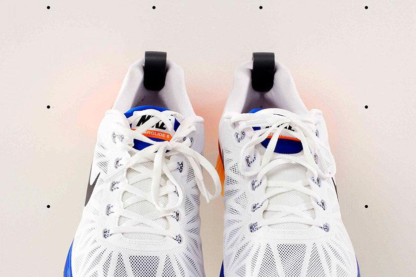 Staeckler sneaker ophangsysteem uit Londenvan Papafoxtrot en PostlerFerguson 1