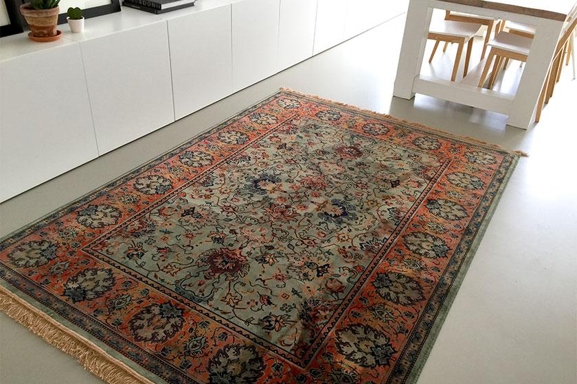 Hetbij Seven Days in Delft gekochtekleedvan merk Dutch Bone in onze woonkamer. De positie zijn we nog aan het bepalen.