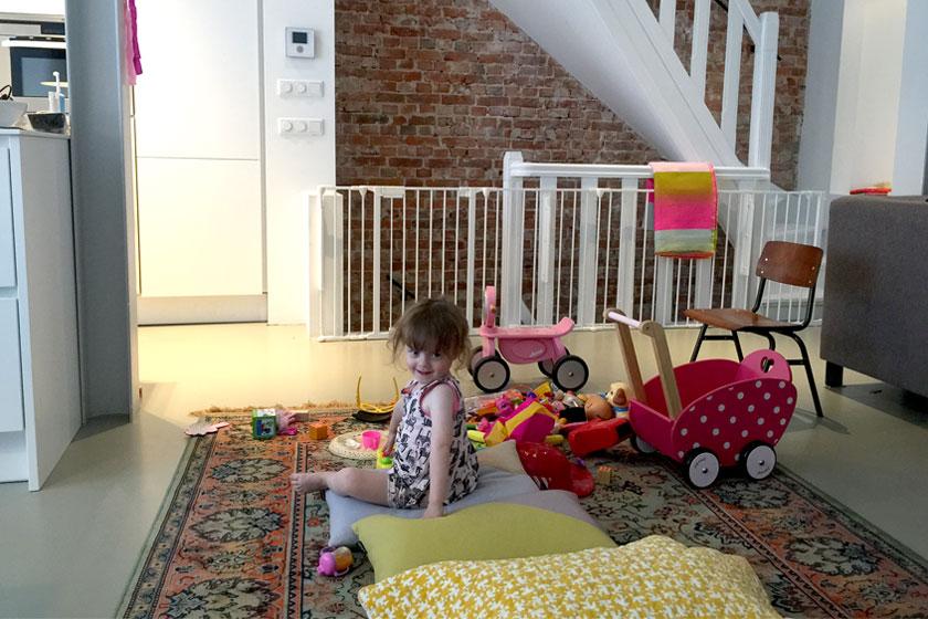 Dochter Zoë confisqueerde het kleed meteen als 'haar huis' en verhuisde speelgoed naar het kleed.