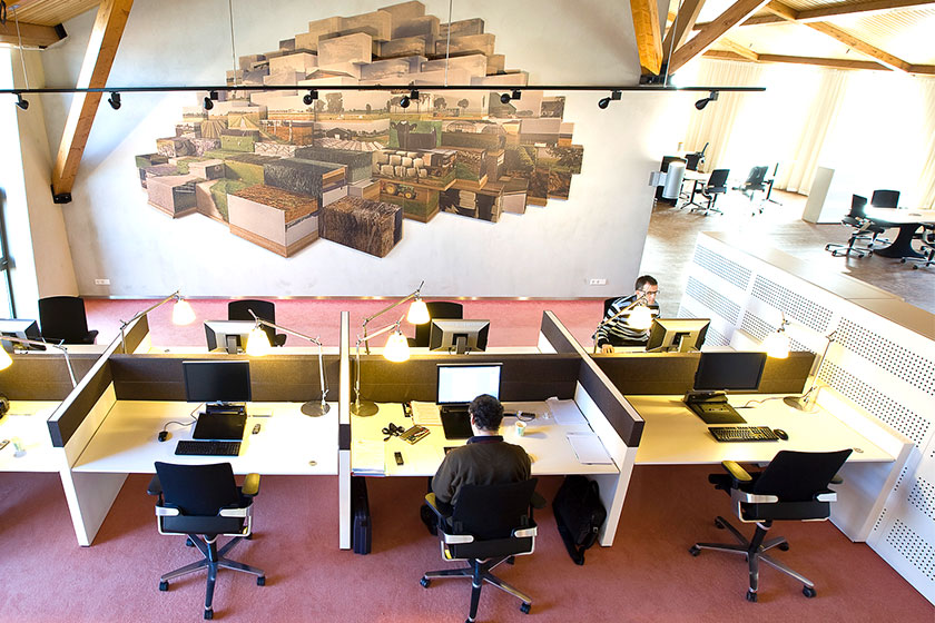 Het Nieuwe Werken- Transparante, flexibele werkplekken om communicatie te bevorderen.