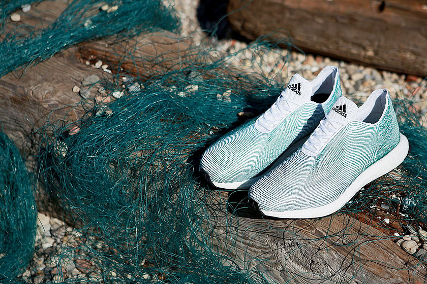 Adidas  onthulde de eerste sneaker ter wereld gemaakt van plastic afval uit de oceanen.
