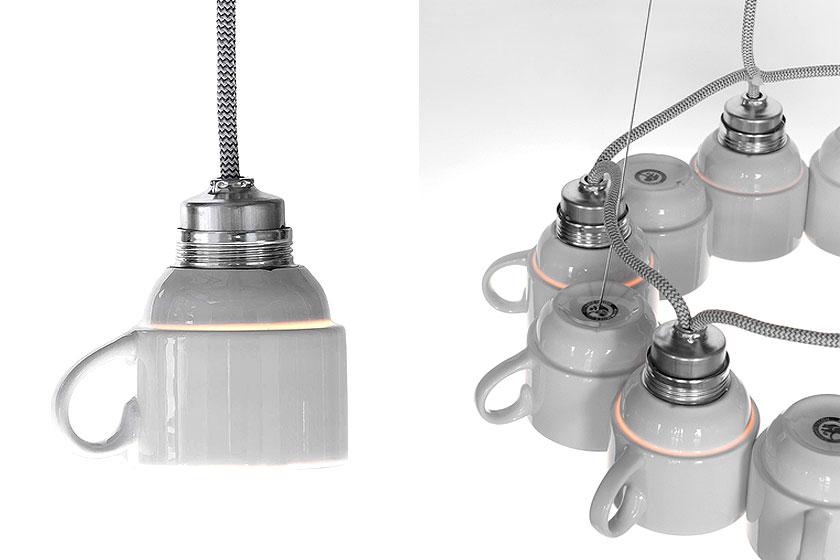 De  Cuplight Chandelier van de Nederlandse designstudio Lucasenlucas blijft een bijzondere hanglamp met de 12 porseleinen koffiekopjes