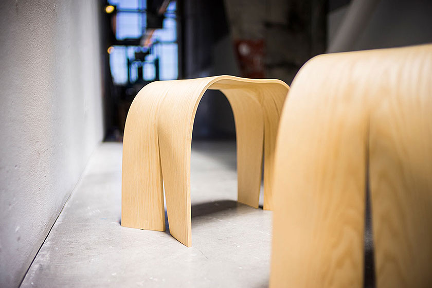 Stoelen ' Donald and Little Sidekicks ' van gelijmde lagen fineer door designer Jingtao Zhang.