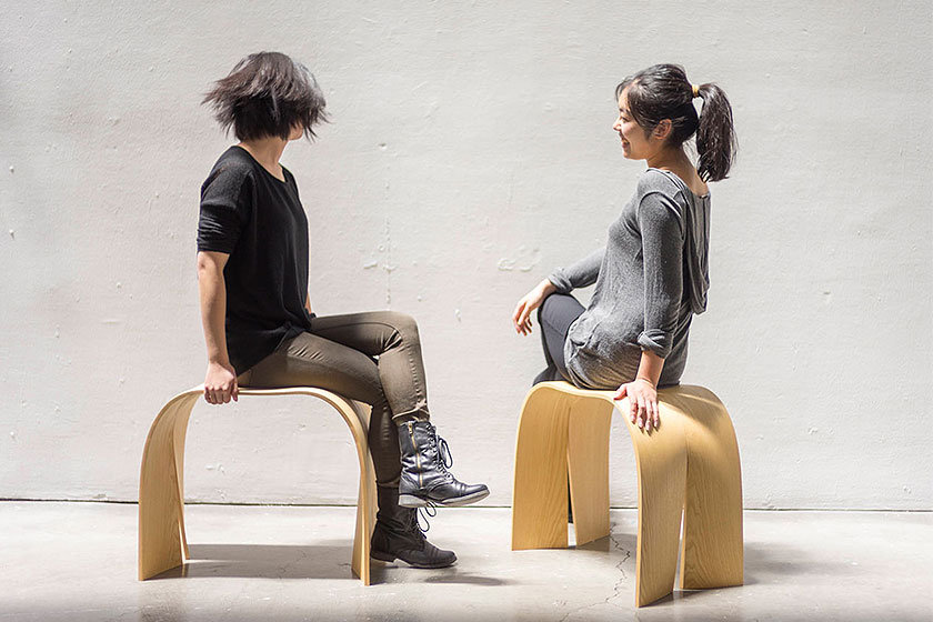 Stoelen uit de set ' Donald and Little Sidekicks ' van gelijmde lagen fineer door designer Jingtao Zhang.