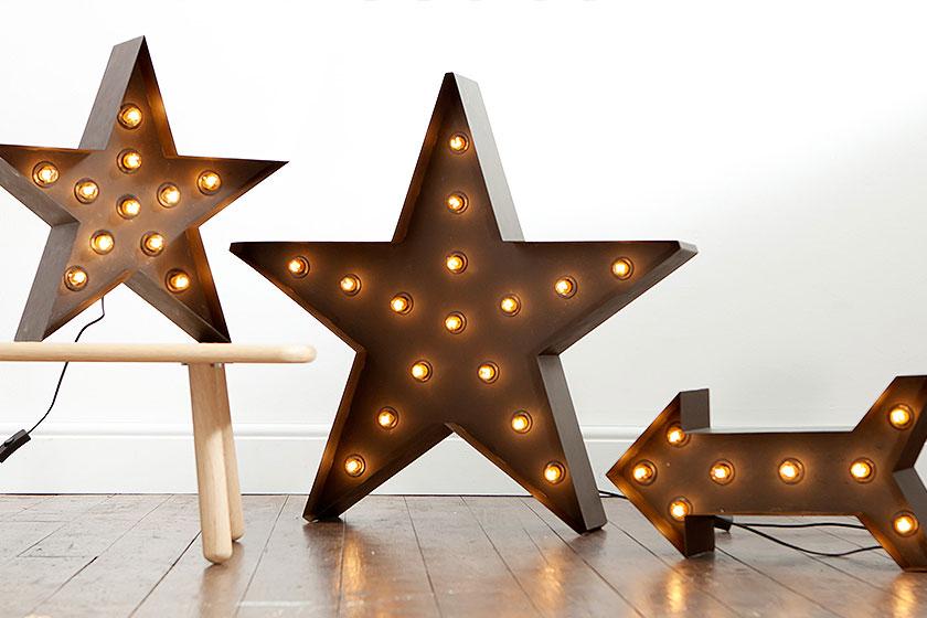 Staande stervormige lamp Broadway.Klassieke New York glamour, in huis met deze Broadway lampen. Kun jij meer opvallende verlichting bedenken? Koop 'm op MADE.COM