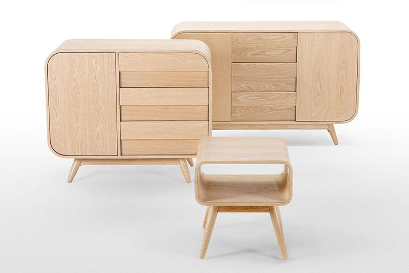 De Esme lijn dressoirs en kastjes.Met de jaren '60 als inspiratiebron heeft de Esme collectie ronde vormen en massieve houten pootjes. Zie die charmes maar eens te weerstaan. Koop ze op MADE.COM.