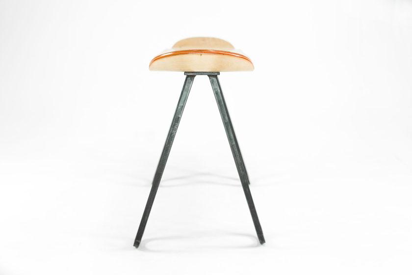 Baked / Roast - Skateboards worden hippe meubels door Nederlands design bureau Baked Roast uit Breda.Hier het Steel One bankje.