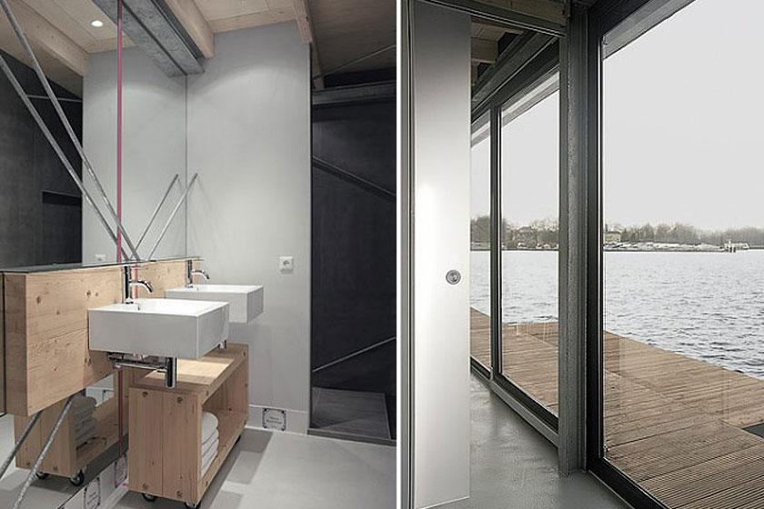 Door het gebruik van een grote spiegel in de badkamer van de woonboot, lijkt deze groter en wordt het industriële interieur verder benadrukt.