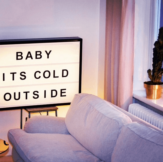 Lightbox-interieur-lichtbox-teksten-baby-its-cold-outside-cadeau-tip-op-Styling-blog-nl.png