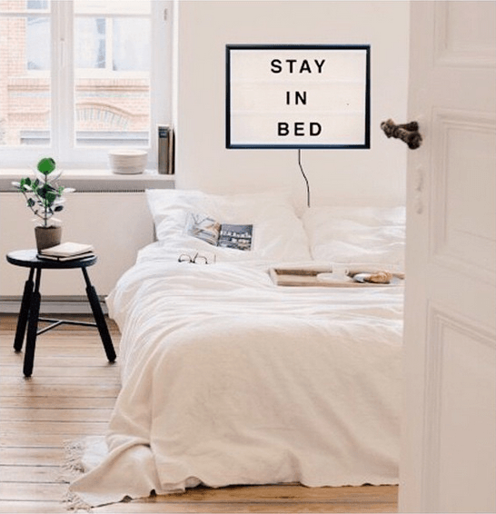Lightbox-interieur-lichtbox-teksten-stay-in-bed-cadeau-tip-op-Styling-blog-nl.png