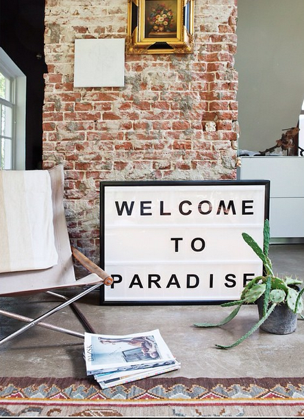 Lightbox-interieur-lichtbox-teksten-welcome-to-paradise-cadeau-tip-op-Styling-blog-nl.png