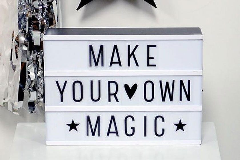 Lichtbak voor het interieur, de Lightbox, hier met de quote 'Make your own magic' is er erg populair momenteel -
